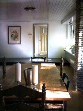 Impressie interieur - Kamer buffet heeft houten eet ...